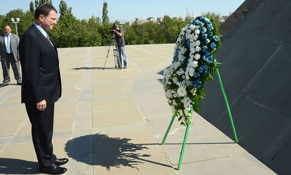 Israel's Speaker of the Knesset Yoel Yuli Edelstein, then Minister of Public Diplomacy and Diaspora Affairs at the time of this photo, lays a wreath at the Dzidzernagapert Armenian Genocide Memorial in Yerevan. Aug. 24, 2012. (Photo: Photolur)