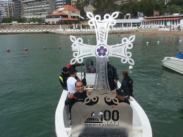 A team of divers from Octopus Team with a cross that was later placed at the bottom of the sea.