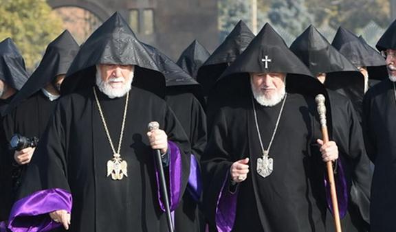 Catholicos Karekin II (right) and Catholicos Aram I in Armenia