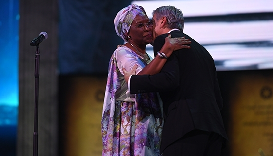 Co-chair of the Selection Committee George Clooney congratulating the Aurora Prize finalist Marguerite Barankitse (Photo: Aurora Prize)