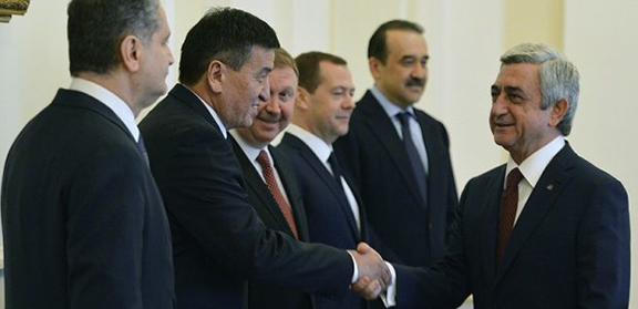 Armenian President Serzh Sarkisan meets with the Eurasian Economic Commission in Yerevan on May 20