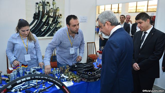 President Serzh Sarkisian visits an exhibition in Yerevan organized for firms owned by Syrian Armenians (Source: RFE/RL)