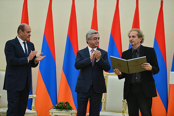 Author Peter Balakian accepting award