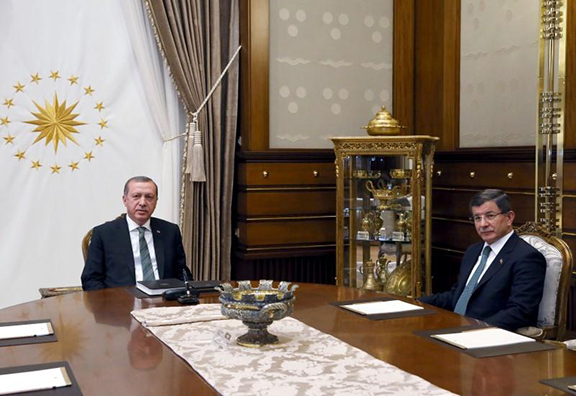 Turkish President Recept Tayyip Erdogan (left) meets with Prime Minister Ahmet Davutoglu on Wednesday a day before he announced his resignation