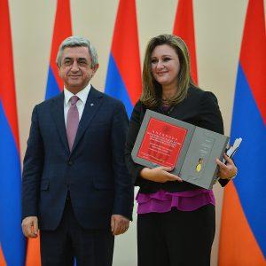 TV anchor Myriam Zaki accepting award