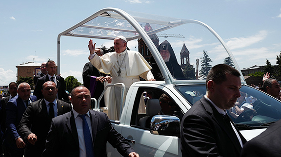 Pope Francis expresses gratitude for his welcome in Armenia. (Source: ArmRadio)