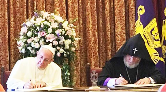Pope Francis and Catholicos Karekin II sign joint declaration