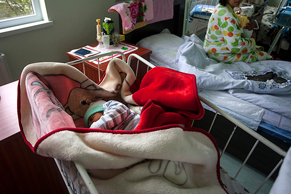 Armenia joins Belarus and Moldova in eliminating mother-to-child transmission of HIV and syphilis. (Photo: Anahit Hayrapetyan)
