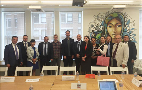 Economy minister visits Reddit headquarters with company founder Alexis Ohanian