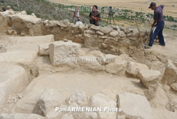 Archaeologists work to unearth ancient street in Yerevan