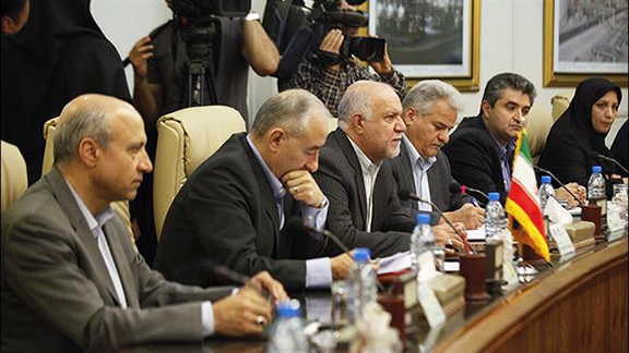 Iran's Petroleum Minister Bijan Zanganeh says the country plans to triple its export of natural gas to Armenia by 2019. (Source: PressTV)
