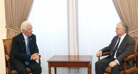 Foreign Minister Edward Nalbandian receives U.S. Congressman Costa. (Photo: mfa.am)