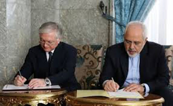 Armenia's Foreign Minister Edward Nalbandian (left) and Iran's Foreign Minister Javad Zarif sign an agreement last month to lift visa requirements