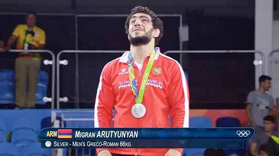 Migran Arutyunyan with his silver medal