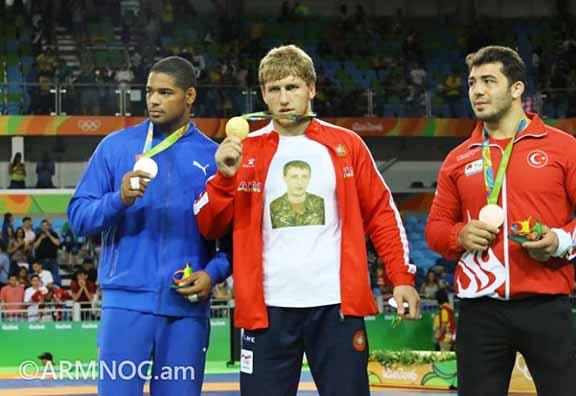 Artur Aleksanyan shows off his gold medal for team Armenia in Rio