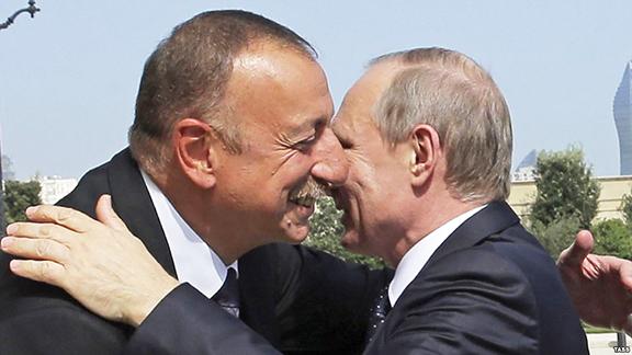 Azerbaijani President Ilham Aliyev and his Russian counterpart Vladimir Putin embrace in Baku on Monday (TASS photo)
