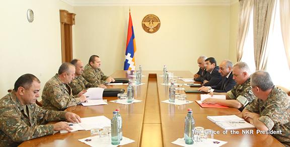 Sahakian, Armenian Defense Minister Seyran Ohanyan and other officials meet in Stepanakert on August 22 (Photo: president.nkr.am)