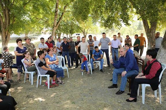Artsakh President Bako Sahakian meeting with displaced Talish residents in the Alashan settlement in Martakert. (Photo: president.nkr.am)