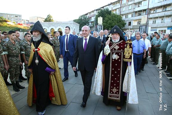 Catholicos Karekin II and Artsakh President Bako Sahakian walk toward the Ghazanchetsots Cathedral in Shoushi. (Photo: president.nkr.am)
