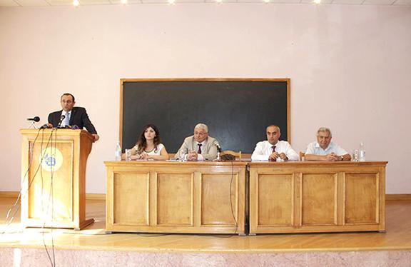 Armenian Minister of Economy Artsvik Minasyan speaking on September 1, 2016 (Photo: mineconomy.am)