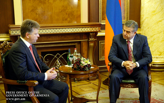 Armenian Prime Minister Karen Karapetyan and Russian Transport Minister Maxim Sokolov met on Friday, October 14, 2016 (Photo: gov.am)