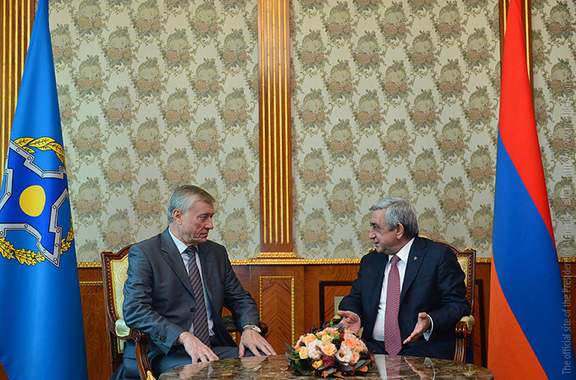 Secretary General of the Collective Security Treaty Organization and Armenian President Serzh Sarkisian meeting on October 12, 2016 in Yerevan (Photo: president.am)