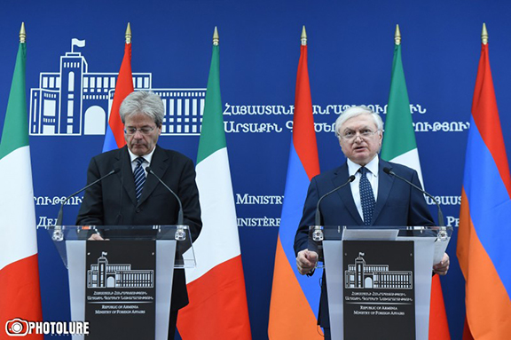 Armenian Prime Minister Edward Nalbandian with Italian counterpart Paolo Gentiloni at press conference in Yerevan on Nov. 8, 2016 (Photo: Photolure)