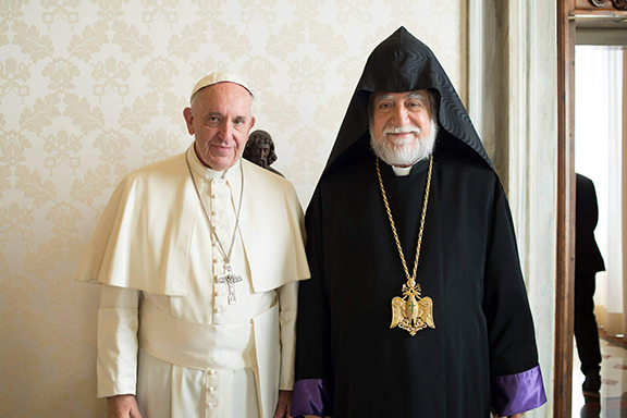 Catholicos Aram I meets Pope Francis in the Vatican on November 11, 2016 (Photo: Armenian Church of Cilicia)