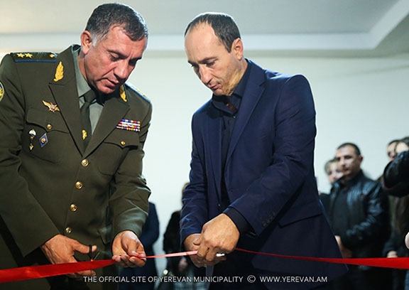 Abajyan's father Aleksan Abajyan and Armenian Armed Forces General Lieutenant Stepan Galstyan at the opening ceremony of the classroom.