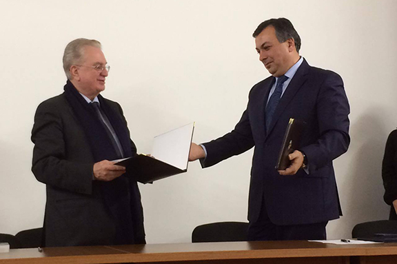 Armenian Minister of Culture Armen Amiryan with Director General of the Hermitage Museum Mikhail Piotrovski (Photo: Ministry of Culture of Armenia)