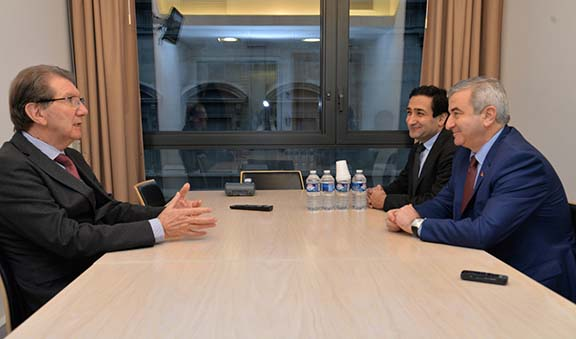 Ashot Ghoulyan, Artsakh Parliamentary Speaker, meets with French MP and vice chairperson France-Karabakh friendship circle Guy Tessier in Paris on Dec. 13, 2016 (Photo: Artsakhpress)