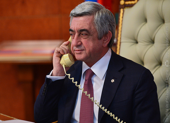 Sarkisian on the phone with U.S. Vice President-elect Mike Pence (Photo: president.am)