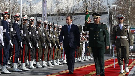 Armenian Defense Minister Vigen Sargsian (left) greeted by Iranian counterpart Hossein Dehqan in Tehran, Iran (Photo: mil.am)