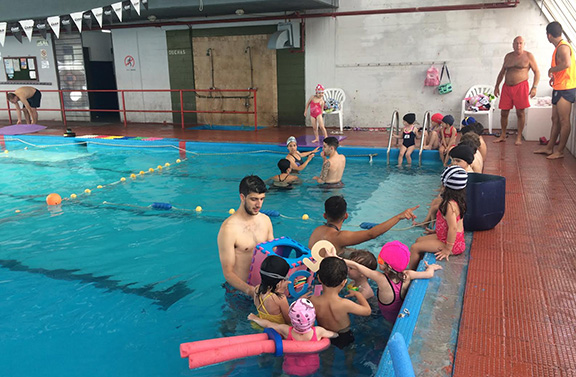 The community center offers aquatic classes for kids.