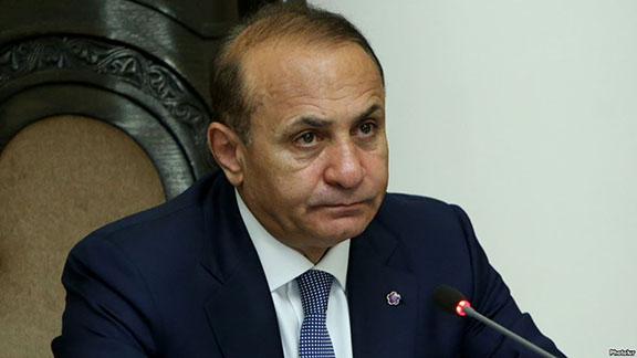 Former Prime Minister Hovik Abrahamian chairs a cabinet meeting in Yerevan in 2016 (Photo: Photolur)