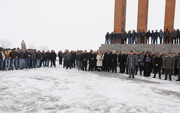 Defense Minister Vigen Sargsyan speaks at Jan. 8 ceremony at Sardarabad Memorial, sending off conscripts (Photo: mil.am)