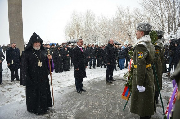 (From left to right) Catholicos of All Armenians Garegin II, President Serzh Sarkisian, President Bako Sahakian during a ceremony for the 25th Anniversary of Armenian Armed Forces (Photo: president.am)