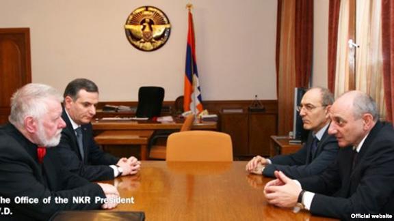 Artsakh President Bako Sahakian (right) meet with visiting Czech member of the European Parliament Jaromir Stetina