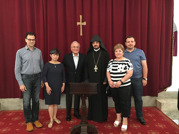 Reverend Father Zaven Yazichyan and participants of the Divine Liturgy