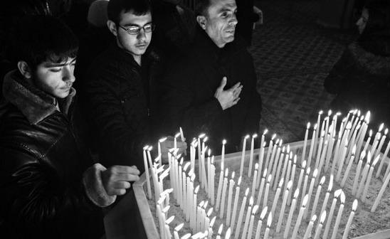 Prayer at a Protestant Church in Turkey (Photo: Berge Arabian)