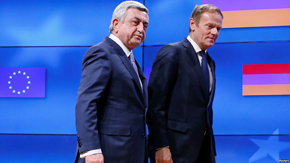 Armenia's President Serzh Sarkisian (left) walks next to European Council President Donald Tusk after a joint news statement in Brussels on Feb. 27, 2017 (Photo: Reuters)