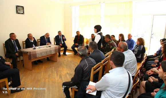 Sahakian speaks to staff of Secondary School #5 in the town of Chartar (Photo: President of the Artsakh Republic)