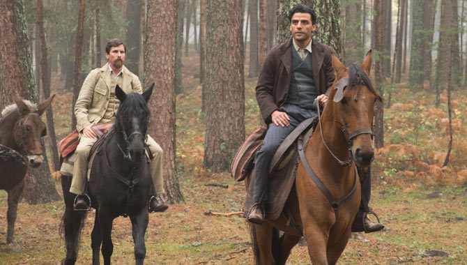 """Still from the movie """"The Promise"""" with Oscar Isaac (right) and Christian Bale"""