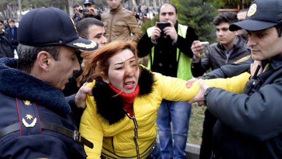 Azerbaijani police round up opposition activists (Photo: Agence France-Presse)