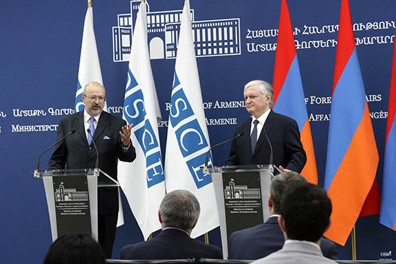 OSCE Secretary General Lamberto Zannier and Armenia's Foreign Minister Edward Nalbandian during a press conference on May 30, 2017 in Yerevan (Photo: Ministry of Foreign Affairs of Armenia)