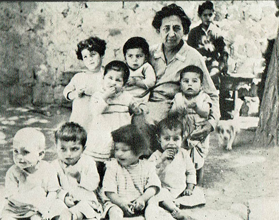Elizabeth Kuenzler in the picture with the orphans
