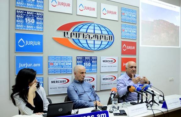 Achaeologist Hamlet Petrosyan speaks during press conference (Photo: Armenpress)