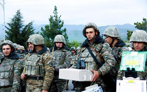 AEF students visited on-duty soldiers to gift them books and pastries. (Photo: AEF)