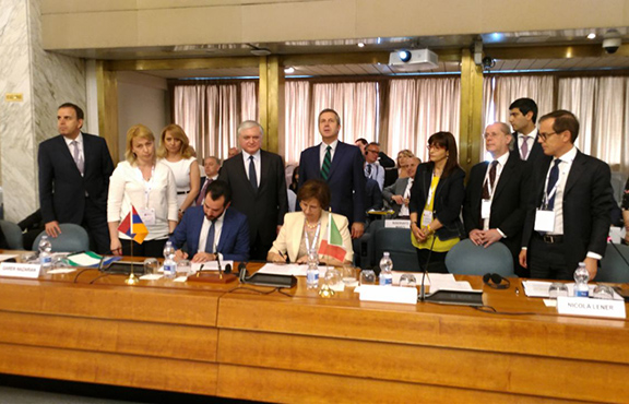 Agreements are signed during the Armenia-Italy Business Forum