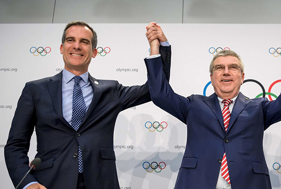 Los Angeles Mayor Eric Garcetti (left) and International Olympic Committee president, Thomas Bach on July 11 (AFP/Getty Images Photo)